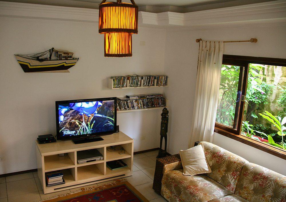 Sala de TV Pousada Porto Mare - Maresias